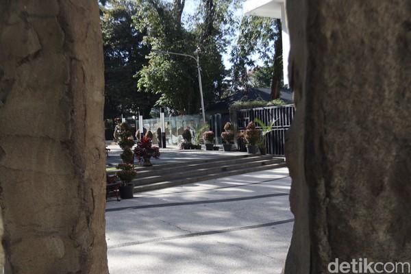 Taman Sejarah yang ada di kawasan Balai Kota Bandung menjadi tempat nyaman buat nongkrong atau ngabuburit di bulan ramadhan seperti saat ini.