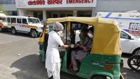 Ambulans Full, Pasien Corona India Dirawat Dalam Bajaj