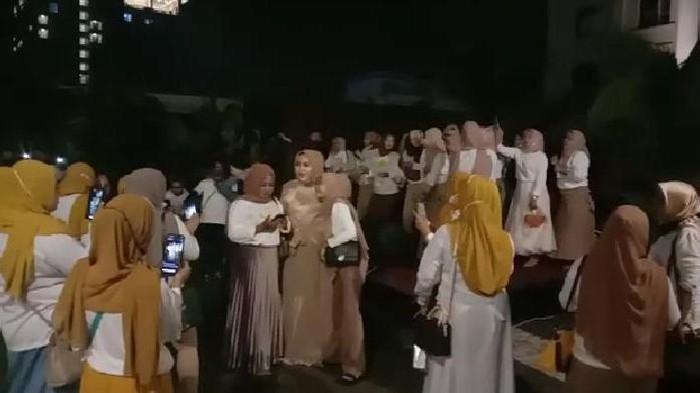 Viral emak-emak di Medan party tanpa protokol kesehatan (Screenshot video viral)