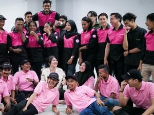 Mitra GoFood Perempuan Ini Bantu Angkat Ekonomi 100 Keluarga Karyawan