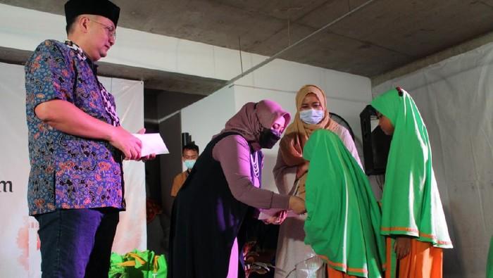 Lembaga Pengelola Dana dan Usaha Keolahragaan Kemenpora sukses menggelar acara buka bersama yang dihadiri oleh puluhan anak yatim.