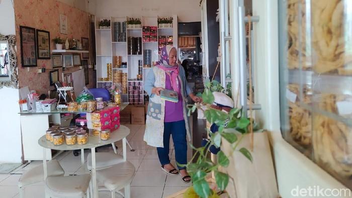 Geluti Bisnis Kue Kering, Wanita Ini Cuan Ratusan Juta Tiap Jelang Lebaran