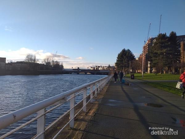 Suasana siang di River Clyde, Glasgow