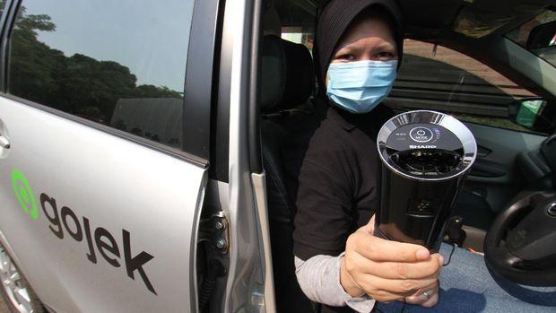 Penyedia jasa transportasi online Gojek melengkapi 8.000 unit kendaraan mitra driver GoCar di Jabodetabek dengan air purifier untuk kesehatan selama masa pandemi.