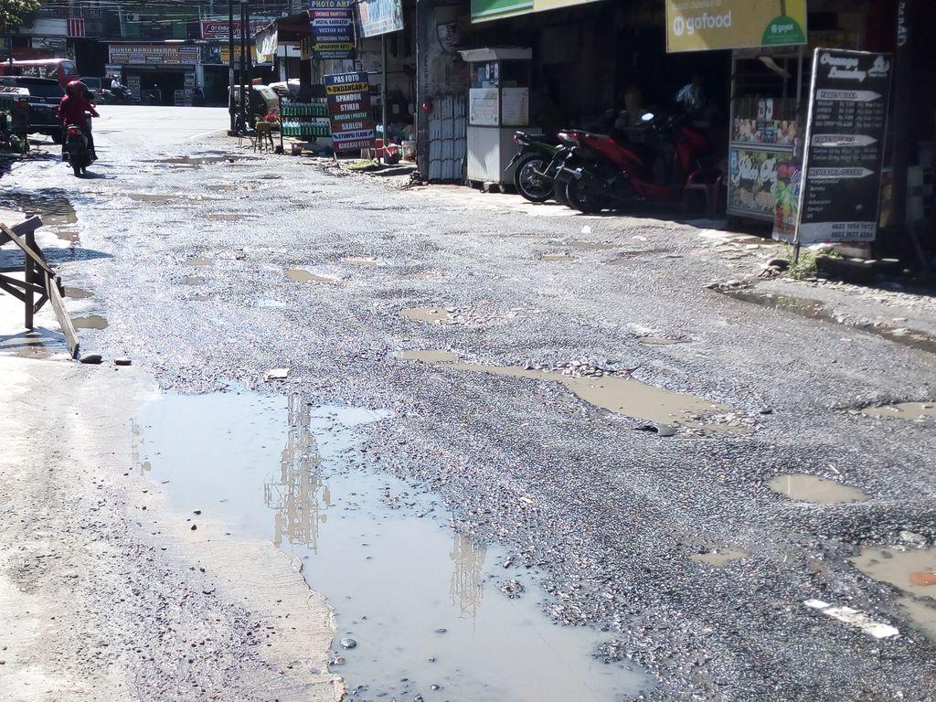Kerusakan di Jalan Harmonika, Medan, yang tak kunjung diperbaiki.