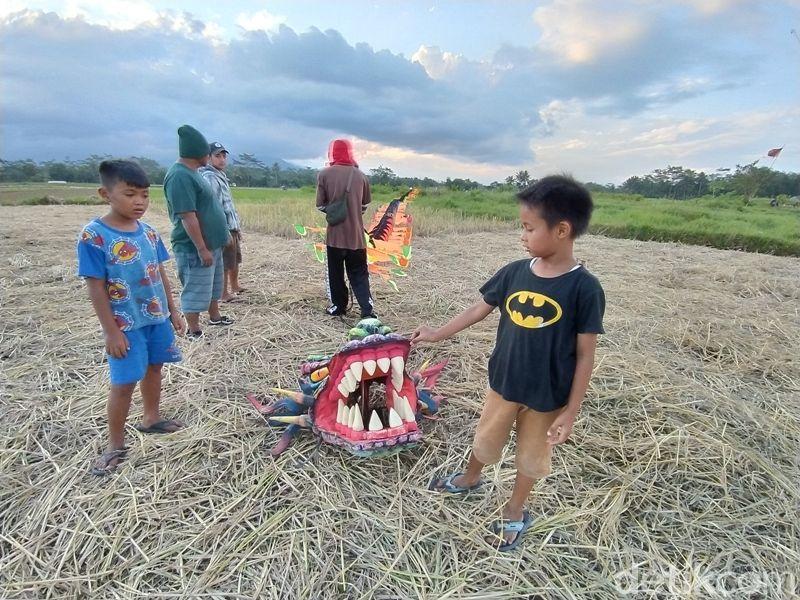 Melihat Layang-layang di Sorobayan Magelang