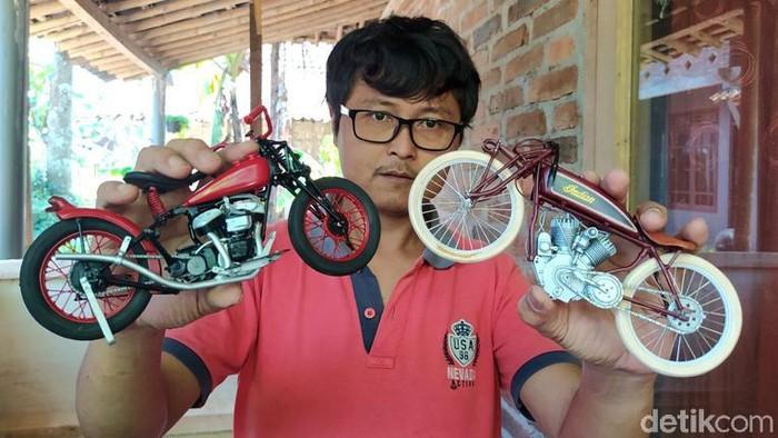 Seorang warga Temanggung, memanfaatkan limbah paralon (PVC) dibuat miniatur motor gede (moge) klasik. Hasilnya diminati hingga Amerika Serikat (AS).