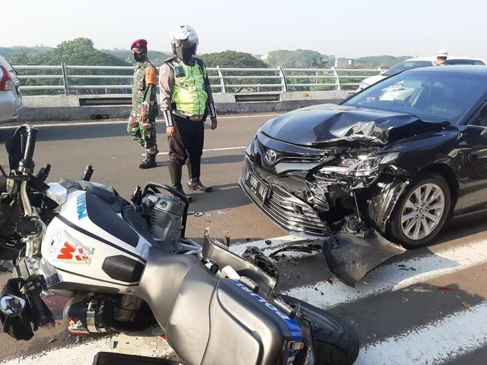 Motor gede BMW Patwal dan mobil dinas kecelakaan di Soerkarno Hatta, 23 April 2021. (Dok Istimewa)