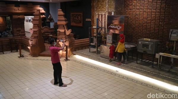 Museum Jenang juga memiliki wisata edukasi Museum Gusjigang. Pengunjung masuk ke museum harus merogoh kocek untuk tiket masuk sebesar Rp 10 ribu per orang. (Dian Utoro Aji/detikTravel)