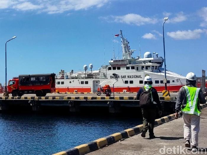Kantor Kesyahbandaran dan Otoritas Pelabuhan (KSOP) Tanjungwangi, Banyuwangi mendirikan posko Pengendalian Pelabuhan Tanjungwangi. Ini seiring dengan ramainya kegiatan keluar masuk kapal.
