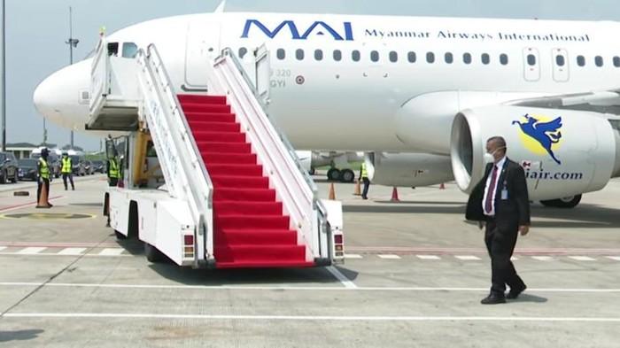 Pemimpin Junta Militer Myanmar, Jenderal Min Aung Hlaing, tiba di Bandara Soekarno-Hatta, 24 April 2021. (Rusman/Biro Pers Sekretariat Presiden)
