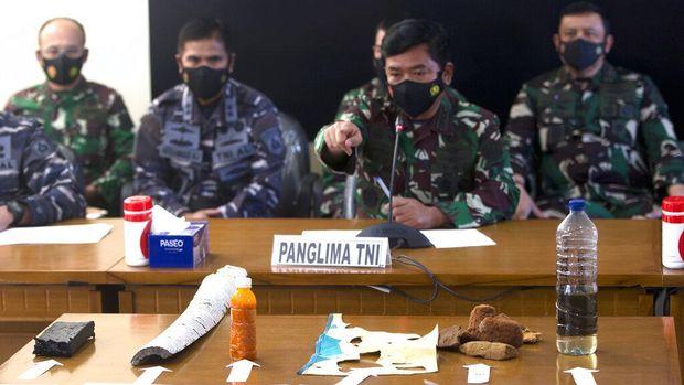 Kondisi 53 prajurit TNI Angkatan Laut (AL) yang berada di dalam KRI Nanggala-402 tak dapat dipastikan meski kapal selam itu dinyatakan tenggelam.