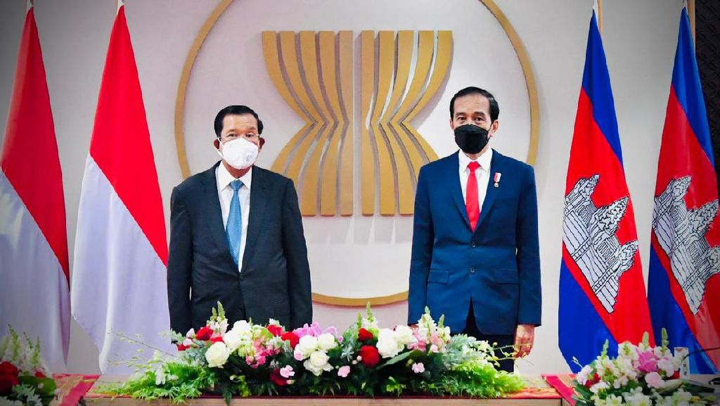 Jokowi Bertemu PM Kamboja, Bahas Vaksin hingga Pertahanan