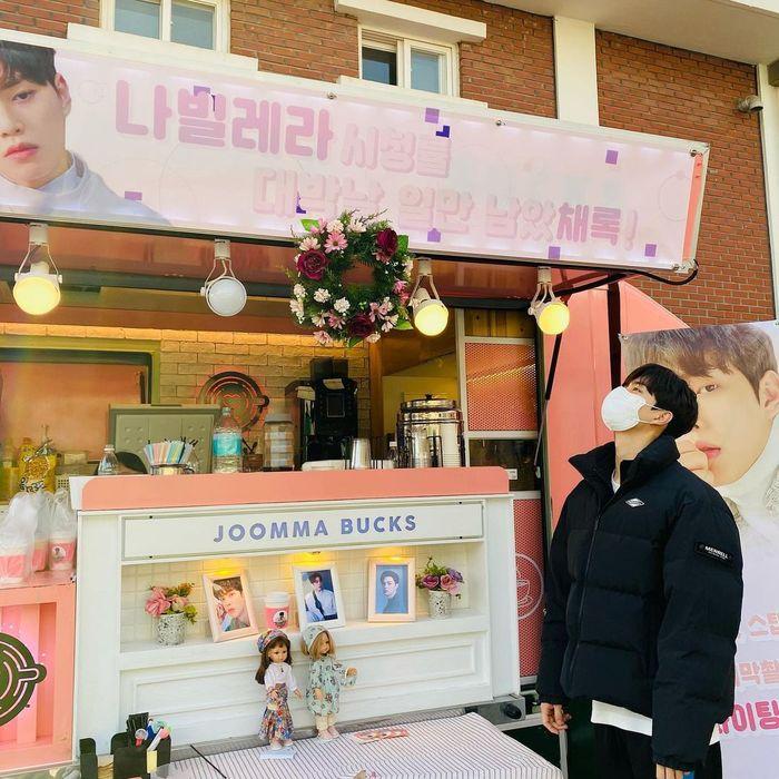 Memainkan 3 Drama Sekaligus, Song Kang Banjir Kiriman Food Truck