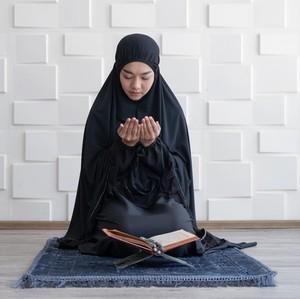 Doa Sholat Hajat Agar Keinginan Cepat Terkabul, Yuk Dicoba Malam Ini