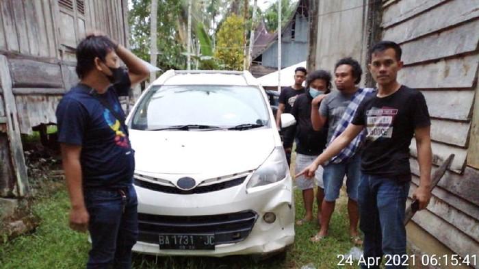 barang bukti mobil pelaku penyerangan mobil dinas bea cukai Riau (Dok istimewa)