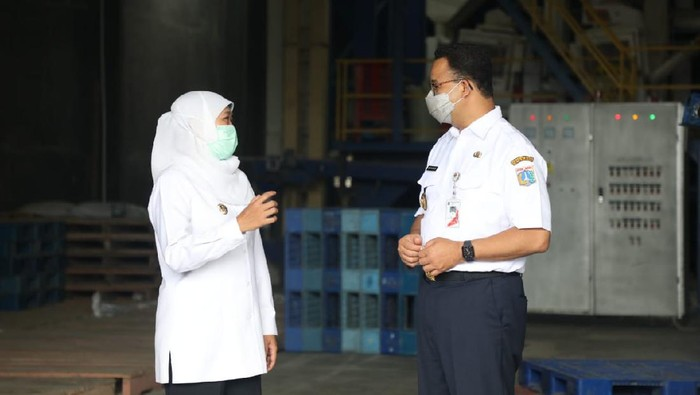 Gubernur DKI Jakarta Anies Baswedan bertemu dengan Gubernur Jawa Timur Khofifah Indar Parawansa (Foto: dok Pemprov Jatim)