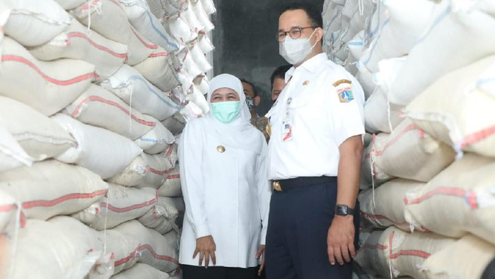 Gubernur DKI Jakarta Anies Baswedan MoU dengan Pemkab Ngawi terkait ketahanan pangan beras. Anies didampingi Gubernur Khofifah