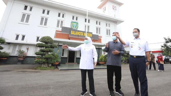 gubernur khofifah bertemu Gubernur DKI Jakarta Anies Baswedan di Balai Kota Madiun
