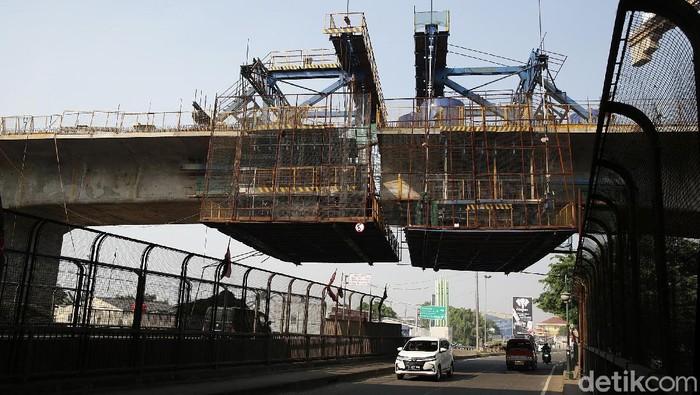 Proyek Kereta Cepat Jakarta-Bandung tengah disorot karena biaya pembangunannya membengkak. Yuk, lihat lagi perjalanan proyek ini yang ditargetkan rampung 2022.