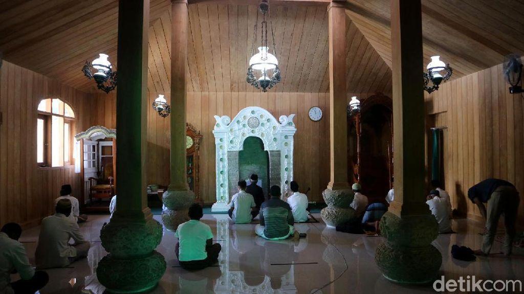 Melihat Lebih Dekat Masjid Peninggalan Sunan Muria di Kudus