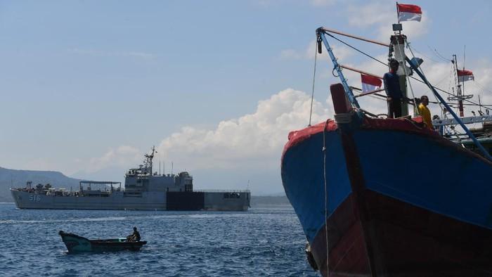 Proses pencarian dan evakuasi KRI Nanggala-402 terus berlangsung. Operasi pencarian dilakukan usai kapal selam KRI Nanggala-402 hilang kontak Rabu (21/4) lalu.