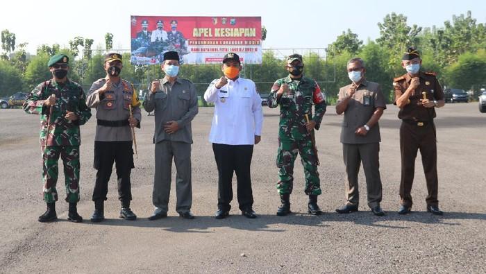 Pemerintah memperketat penyekatan sebelum larangan mudik 2021 berlaku. Sebanyak 450 personil jajaran gabungan dikerahkan Polres Ngawi untuk melakukan penghadangan pemudik yang masuk di wilayah Jatim.