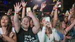 Bikin Iri! 50 Ribu Orang Asik Nonton Konser Tanpa Masker