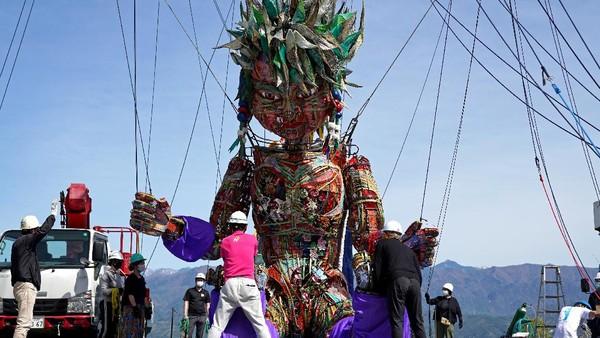 Tur boneka Mocco akan dimulai di wilayah Tohoku Jepang, yang mengalami kerusakan signifikan selama gempa dan tsunami, sebelum berakhir di Tokyo.