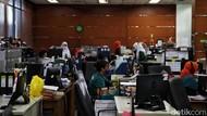 Banyak Kantor Langgar Prokes Saat PPKM Darurat, Ini Buktinya