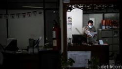 Pemprov DKI Jakarta mengungkap adanya kenaikan jumlah kasus virus Corona (COVID-19) di klaster kantor. Untuk itu, prokes harus dikedepankan dengan sangat ketat.