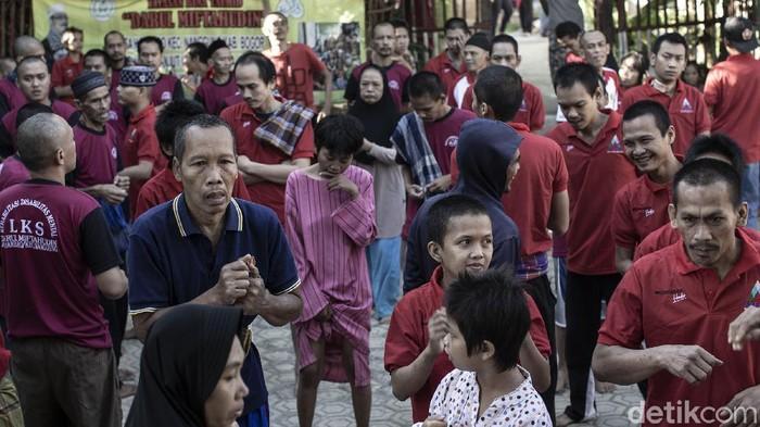 Yayasan Bina Tauhid Darul Miftahudin, Kab Bogor, Jawa Barat, menjadi salah satu tempat untuk rehabilitasi pasien dengan gangguan jiwa (ODGJ).