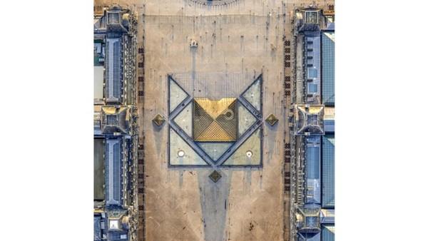 Milstein telah memotret kota-kota lain dengan gaya tegak lurus ke bawah. Ia meluncurkan buku yang menampilkan Los Angeles dan New York di tahun 2017, dan telah menghabiskan waktu memotret di atas London dan Amsterdam. IniPyramide du Louvre.