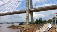 Potret Jembatan Mahkota 2 Samarinda Ditutup Akibat Bergeser