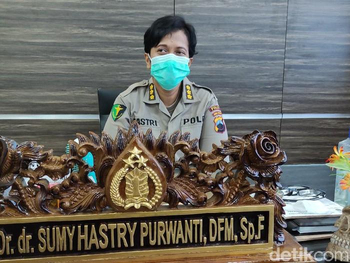 Kombes Sumy Hastri Purwanti, anggota DVI Polda Jateng, Senin (26/4/2021).
