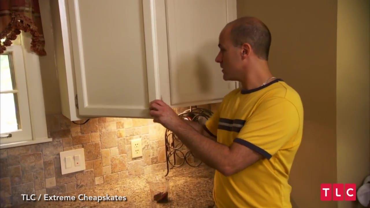 Demi Berhemat, Pria ini Saring Kopi dengan Kaus Kaki Bekas!