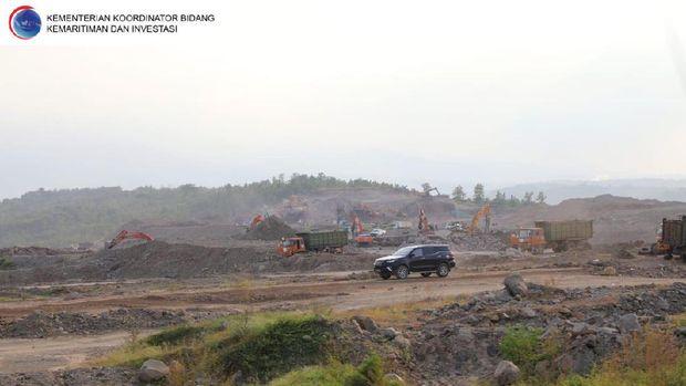 Menko Luhut Binsar Pandjaitan cek progres Bandara Kediri