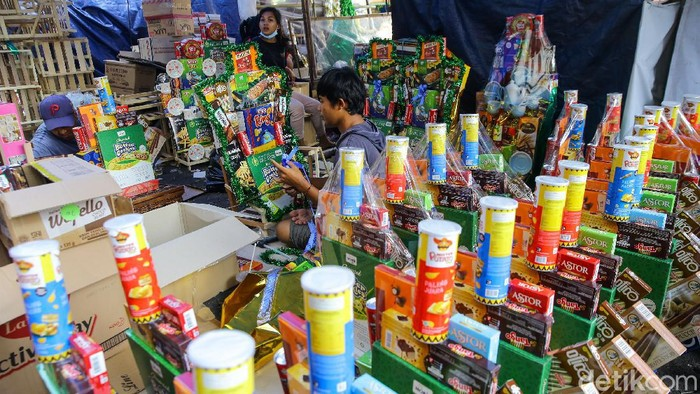 Sejumlah pedagang parsel di kawasan Cikini, Jakarta Pusat, mulai menjamur. Namun, penjualan masih lesu.
