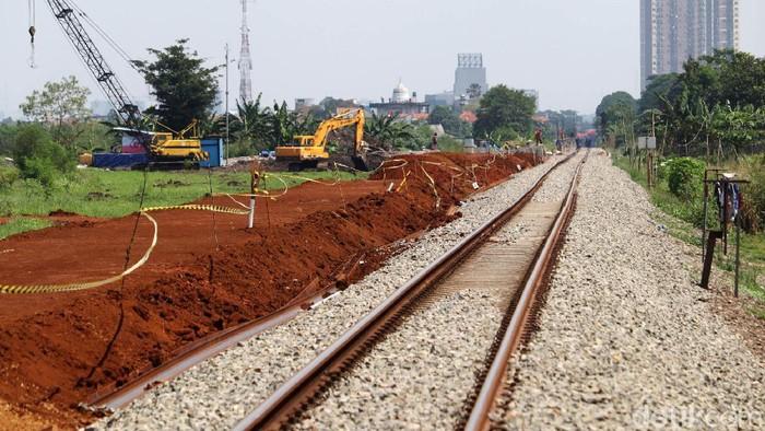 Pembangunan jalur ganda rel kereta api Jurusan Kiaracondong-Cicalengka terus dikebut, Minggu (25/4/2021). Seperti ini penampakan terkini pembangunan jalur ganda rel KA di kawasan Gedebage, Kota Bandung.