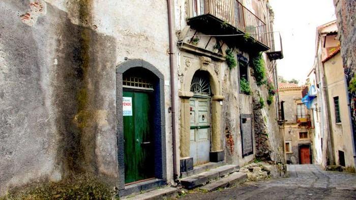 Rumah 1 Euro di Kota Castiglione, Sisilia Italia
