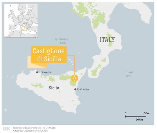 Rumah yang dimaksud ada di Castiglione, Sisilia. Berlokasi di lereng Gunung Etna, dekat Taormina pesisir timur Sisilia.