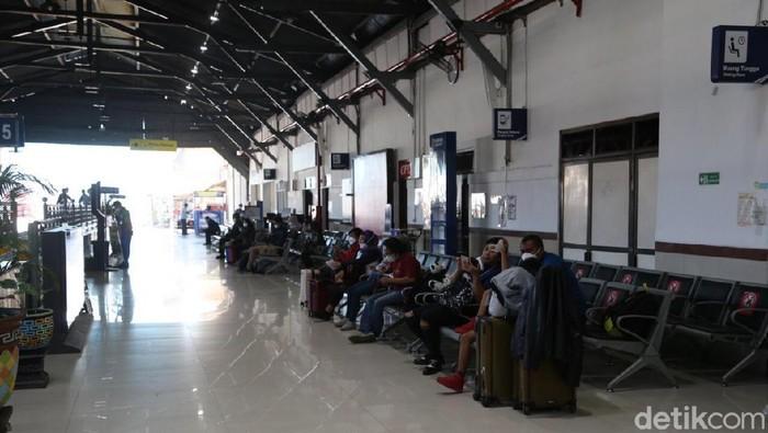 Dua pekan menjelang Hari Raya Idul Fitri, penumpang di KAI Daop 8 Surabaya terpantau normal. Tidak ada lonjakan.