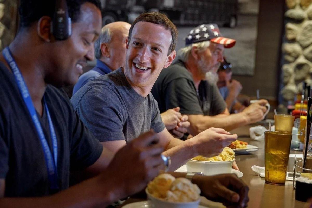 Tajir Melintir, Mark Zuckerberg Masih Dikirimi Makanan oleh Sang Ayah