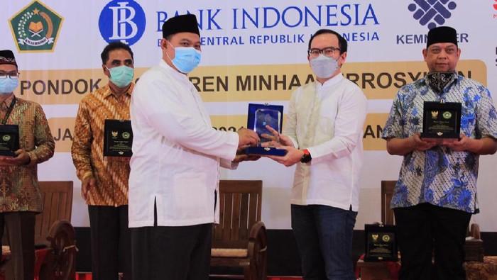 Melalui Indonesia Digital Network, Telkom mendukung transformasi digital di lingkungan pesantren.