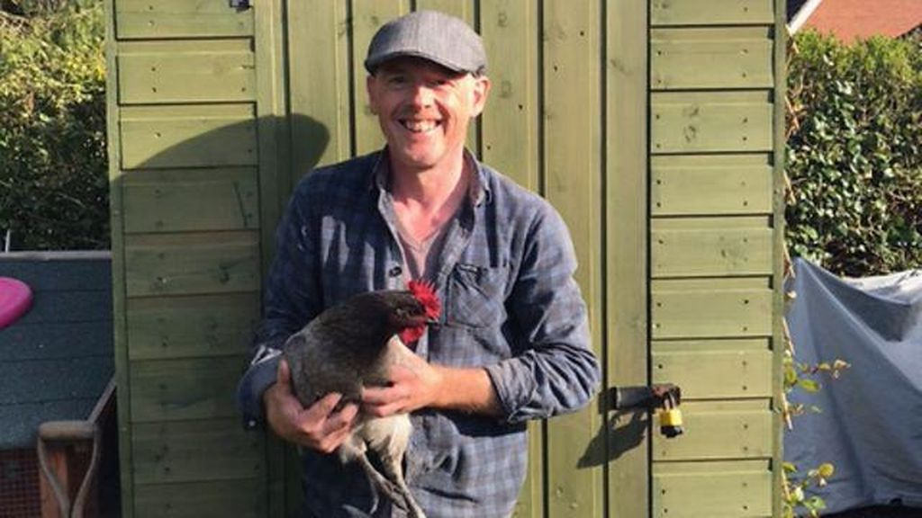 Surprise! Telur Ayam Ini Berisi 3 Kuning Telur Sekaligus