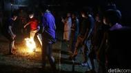 Serunya Bermain Bola Api Semarakkan Ramadhan