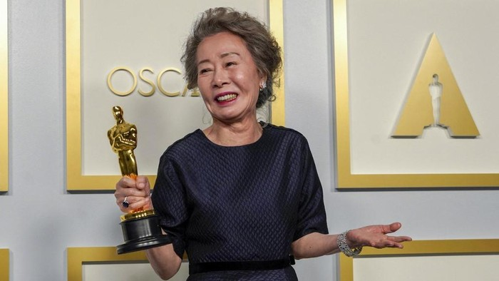 LOS ANGELES, CALIFORNIA - APRIL 25: Yuh-Jung Youn, winner of Best Actress in a Supporting Role for Minari, poses in the press room at the Oscars on Sunday, April 25, 2021, at Union Station in Los Angeles.   Chris Pizzello-Pool/Getty Images/AFP (Photo by POOL / GETTY IMAGES NORTH AMERICA / Getty Images via AFP)