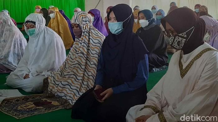 Universitas Nahdlatul Ulama (Unusa) Surabaya menggelar doa bersama, tahlil dan salat gaib. Mereka mendoakan kru KRI Nanggala-402 yang gugur.
