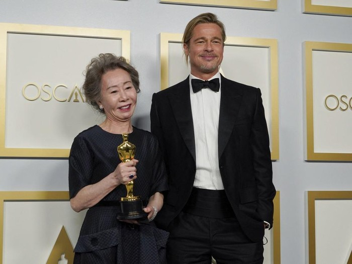 Actor Brad Pitt poses with Yuh-Jung Youn, winner of the award Actress in a Supporting Role for Minari, in the press room at the Oscars on April 25, 2021, at Union Station in Los Angeles. (Photo by Chris Pizzello / POOL / AFP)