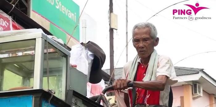 Miris! Kakek Penjual Cilok Ini Sering Dipalak hingga Dihipnotis